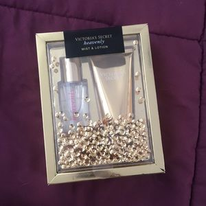 Victoria's Secret Heavenly Mist & Lotion Set